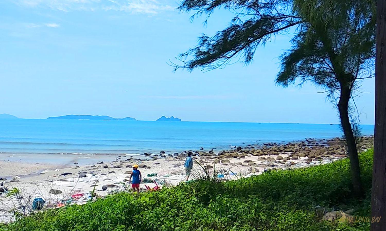 Bãi tắm trên đảo Ngọc Vừng