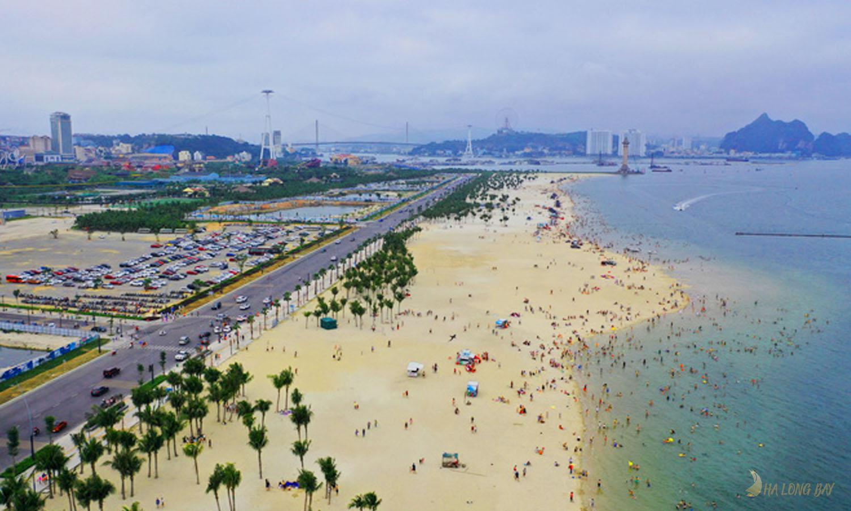 Biển Bãi Cháy là bãi biển lớn nhất Hạ Long